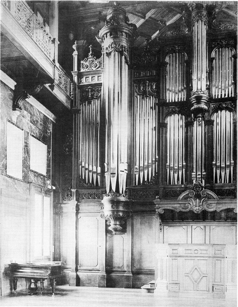 Ilbarritz_Castle_-_Organ_-_Cavaillé-Coll_1898